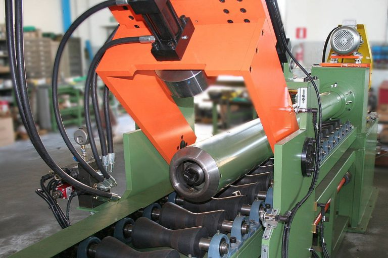 Milling machine for cylinders