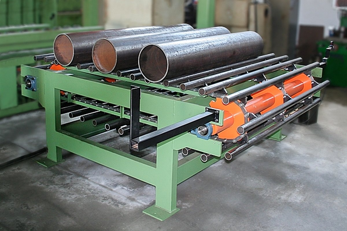 Programmed conveyor for cylinders